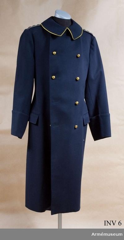 Kappa m/1872, Kappa m/1872 för general vid Skånska husarregementet : Mörkblått kläde. Två knapprader framtill, vardera med fem knappar av förgylld mässing med firmamärket på. Sleif i två delar baktill, knäppt med två förgyllda knappar, lika som ovan. Ytterfickor med rakskurna ficklock. Vid  vänster sidoficka hål för sabelfäste. Bak sprunn med dold knäppning och små svarta knappar av bakelit. Fällkrage med gul passpoal runtom. Två axelklaffar med generalsgaloner i guld med silverstjärnor. En innerficka. Svart foder.