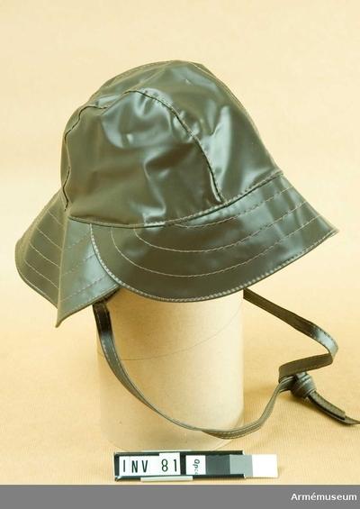Sydväst m/1943, Sydväst m/1943 för Generalitetet : Av grön galon. Försedd med hakrem att knyta. Galon = plastbehandlad väv. Har tillhört Gustav VI Adolf (1882-1973).