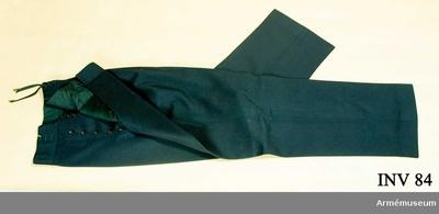 Långbyxor m/1878, Långbyxor m/1878 för Kungliga Svenska Segel Sällskapet : Av mörkblått kläde. Fodrad i livet med svart siden. Två sidofickor. Snörning bak. Tolv bakelitknappar i gylfen. Har tillhört Gustav VI Adolf (1882-1973).