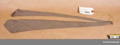 Slips m/1939,  : Sydd av brun flanell. Firmamärke MEA.