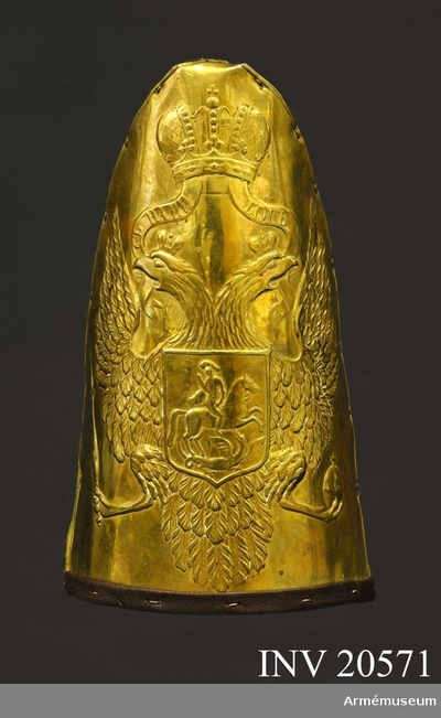 Grenadjärmössa, Grenadjärmössa, Ryssland : Grupp C III. Grenadjärmössa med mössplåt av mässing: 1802. Bakdel av gult kläde, under vilket sitter en rund järnplåt för stadgans skull. Bakdelen förenas med vapenplåten. Foder saknas. På kanten av mössan finns emellertid rester av läderkant.  Vapenplåt av mässing med en ingraverad dubbelörn med två kronor Ovanför dubbelörnen en stor krona, förenad med densamma med två ingraverade band med rysk text, se bil., på sv.