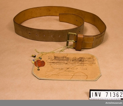 Livrem m/1898, Livrem, sabelkoppel m/1898 för underofficerModellexemplar : Grupp C:II.  Tillhörande revolverfodral till 1887 års revolver för underofficerare.