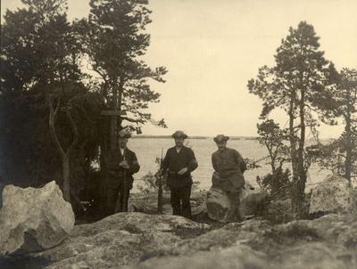 Tre män ur landstormen vid Singöfjärden