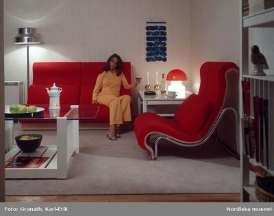 Inredning Interiör : Vardagsrum Kläder : Damkläder Kvinna Möbler