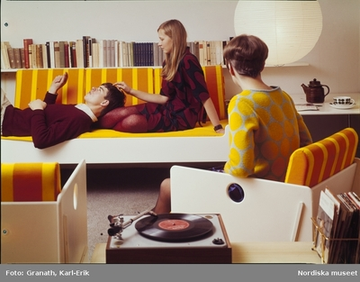 Interiör Kvinna Man Musik Möbler Ungdom