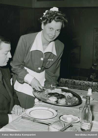 Bordsdukning Hår Kläder : Arbetskläder Kvinna Livsmedel Man Mat Restaurangverksamhet Servering