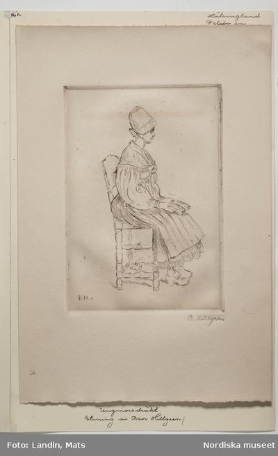 Etsning föreställande kvinna i ungmorsdräkt på en stol. Hälsingland.