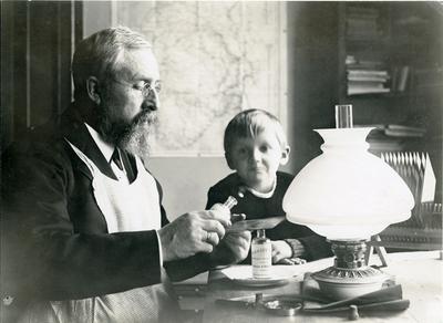 August Abrahamson, ukjent foto-pioner fra Kristiansand.