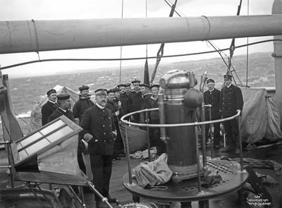 Admiral Børresen med signalbetjeningen