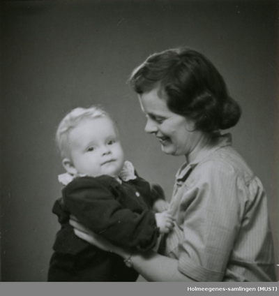 Portrett av en ung kvinne med et lite barn