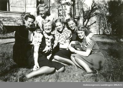 Seks kvinner utendørs