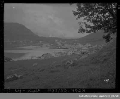 Bolighus og brygger med sjøhus på Skjervøy i Troms