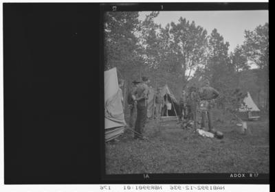 Speidere utenfor telt