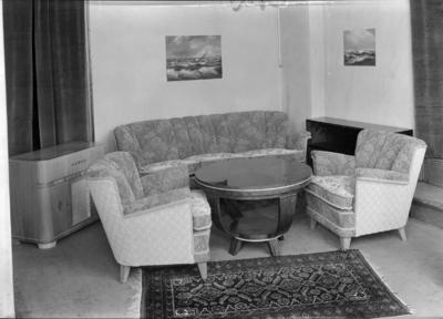 Foto møbel(utstilling) Bispehaugen skoles musikkorps. Lærer Lie adr: Barreth