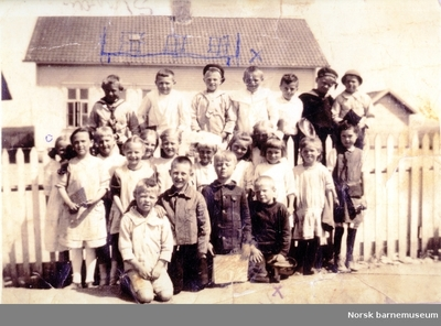 Klassebilde, Kvaleberg skole, eldste skolebygning