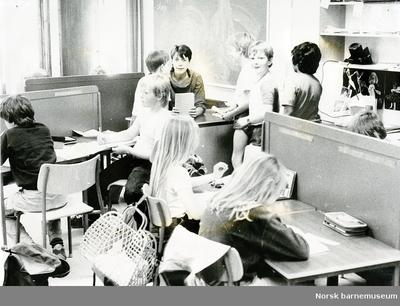 Lærer og elever i klassrom, Aspervika skole, Sandnes
