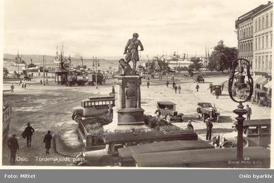 Tordenskjolds plass med Tordenskjoldstatuen