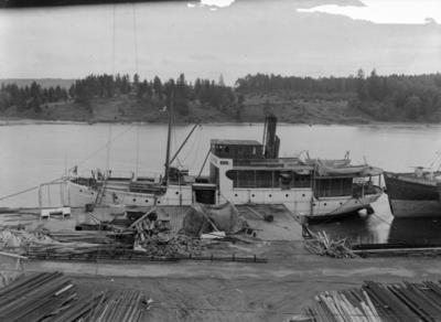 Båten Mariehamn til kai ved Sarpsborg Mekaniske verksted