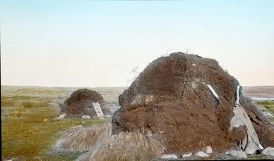 Fra foredragsrekken Landmålerlivet i Finnmark v/Axel Printz : Jordgamme ved Mardasjavrre