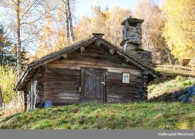 Stølsbu fra Fetjastølen (Tune) på Ål Bygdamuseum, Leksvol