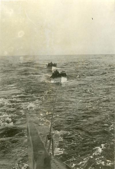 Ubåt sleper livbåter