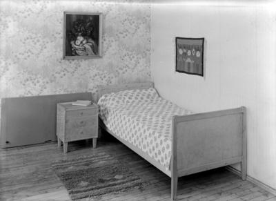 A/S Interiør en stol, et soveværelse, en spisestue.