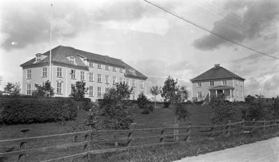 Oppland Småbruks- og Hagebruksskole (valle) på Lena