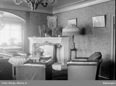 Interiør i stue hos skoleinspektør Paulsen Hauge