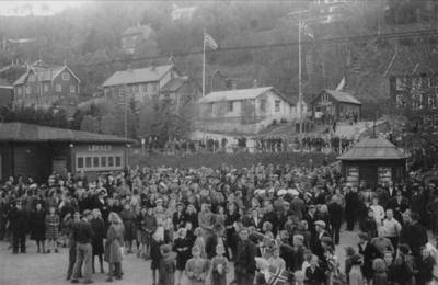 Mottakelse på Løkken stasjon av tysklandsfangene Ola Isdal