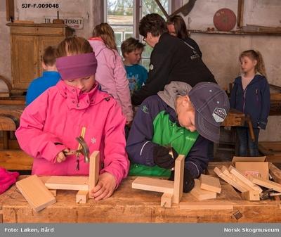 Fra snekkerverkstedet på Klevfos Industrimuseum på Ådalsbruk i Løten