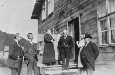 Bildet er tatt i Neiden omkring 1920