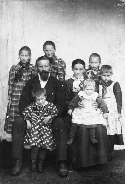 Tomas Olsen med familie