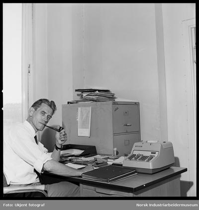 Ivar Reinholt i kontor