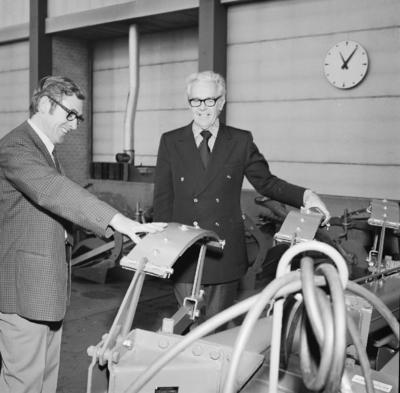 Scott Reardon (til høyre) og eksportsjef Johann Salte diskuterer Stenomat.