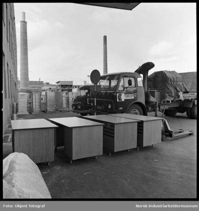 Lastebiler og ankommet gods