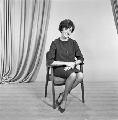 Portrett ung kvinne - bestiller Torill Kristensen