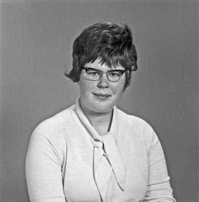 Portrett ung kvinne - bestiller Rakel Valhammer