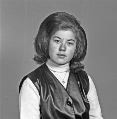 Portett ung kvinne - bestiller Laila Ytterøy