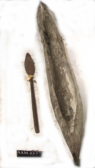 Stokkebåt, med tilhørende åre