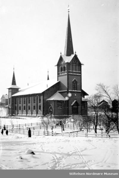 Vinterbilde ved Kirkelandet kirke på Lyshaugen