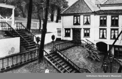 Jubileumsmappe 1742 - 1942 utgitt av Monge Foto