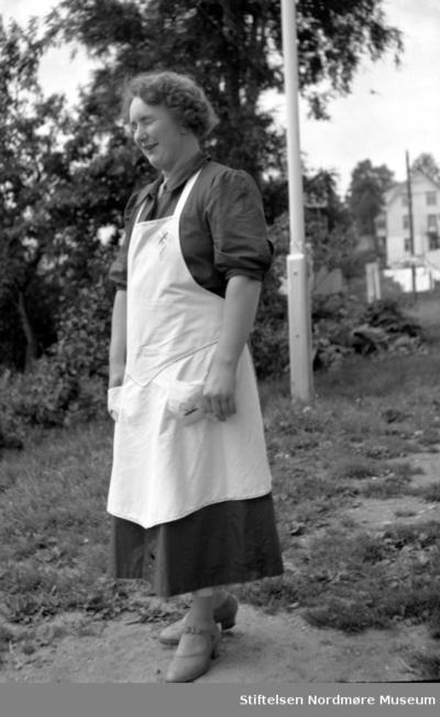 Portrett trolig av en sanitetskvinne- ukjent hvem