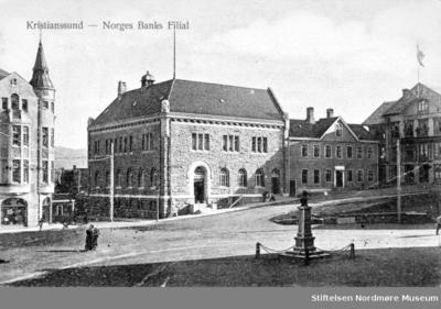 Foto fra torget på Kirkelandet i Kristiansund