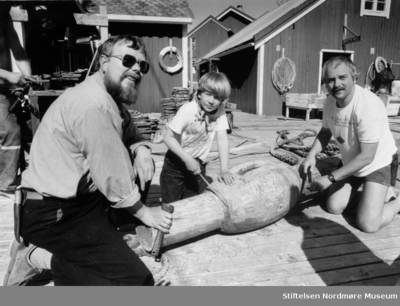 På bildet ser vi Ragnar Thorseth til venstre