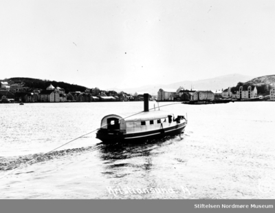 Foto sannsynligvis av Sundbåten Fram ute i havnebassenget i Kristiansund