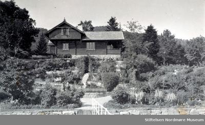 Foto av familien Hvedings sommerhus på Fagernes