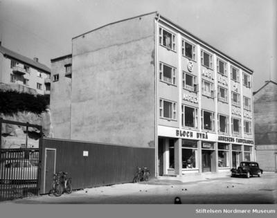Bloch Byrå og Arnesens fargehandel