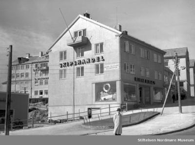 Gjenreisning: Reidar Berge ur/optikk i Kaibakken på Kirkelandet i Kristiansund