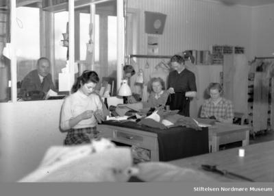 Foto fra Lars Hansen konfeksjonsfabrikk i Kristiansund etter Nils Williams protokoller