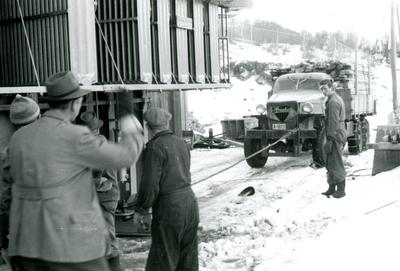 Lastebil Henchel A-1813 i Rud Kraftstasjon
